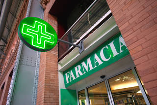 For general ailments, a trip to a pharmacy may be all you need, as pharmacists in Europe are generally able to diagnose and prescribe medication more freely than in the US. (photo: Dominic Bonuccelli)