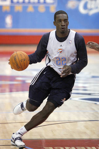Thunder forward Jeff Green moves into the lane during Friday's scrimmage in Yukon. PHOTO BY HUGH SCOTT, THE OKLAHOMAN