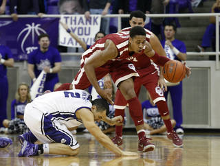 TCU guard Michael Williams (2) and Oklahoma guard Isaiah Cousins scramble for a loose ball in the first half of an NCAA college basketball game Saturday, March 8, 2014, in Fort Worth, Texas. (AP Photo/Sharon Ellman)