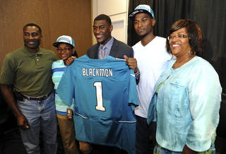 Jacksonville Jaguars first-round NFL football draft pick Justin Blackmon holds his jersey as he poses with, from left, his father Warren Blackmon, sister Avamarie, 11, brother Warren, Jr. and mother Donna, Friday, April 27, 2012, in Jacksonville, Fla. (AP Photo/The Florida Times-Union, Bob Mack) TV OUT; MAGS OUT ORG XMIT: FLJAJ102
