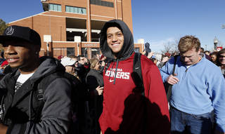 Jordan Evans and members of the Sooner team are greeted by several hundred fans gathered to welcome the University of Oklahoma Sooner (OU) football team as they return victorious from the Sugar Bowl on Friday, Jan. 3, 2014 in Norman, Okla. Photo by Steve Sisney, The Oklahoman