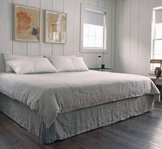 Designer Richard Ostell is partial to linens like these from Rough Linen, of Marin, Calif. The linen doesn?t come cheap. Rough Linen sells queen-size sheets for $154 each, a queen duvet cover can run $350, and napkins cost $20 to $24 each. - PROVIDED BY RICHARD OSTELL