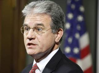 Oklahoma Sen. Tom Coburn announces he will run for a second term at the Tulsa Press Club on June 1, 2009. TOM GILBERT/Tulsa World ORG XMIT: KOD ORG XMIT: OKC0906011251073301 ORG XMIT: 1107160105258016