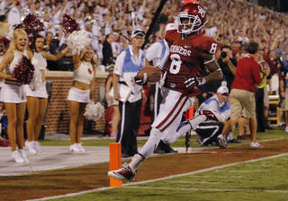 Oklahoma's Jalen Saunders (8) scores a touchdown during the college football game between the University of Oklahoma Sooners (OU) and the University of Louisiana Monroe Warhawks (ULM) at the Gaylord Family Memorial Stadium on Saturday, Aug. 31, 2013 in Norman, Okla. Photo by Chris Landsberger, The Oklahoman