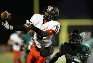 TULSA UNION / PLAYOFFS: Union's Jeffery Mead tries to make a catch as Santa Fe's Trevan Smith defends during the high school football game between Edmond Santa Fe and Union at Wantland Stadium in Edmond, Okla., Friday, Nov. 16, 2012. Photo by Sarah Phipps, The Oklahoman