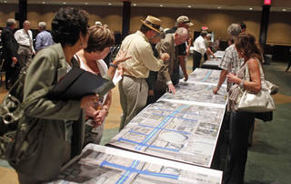 Citizens look over maps during a public meeting held by ODOT and the city to get input on the downtown boulevard Tuesday, August 21, 2012. Photo by Doug Hoke, The Oklahoman.
