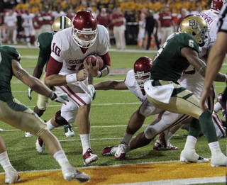 Oklahoma's Blake Bell (10) scores during the second half of the college football game in which the University of Oklahoma Sooners (OU) was defeated 45-38 by the Baylor Bears (BU) at Floyd Casey Stadium on Saturday, Nov. 19, 2011, in Waco, Texas. Photo by Steve Sisney, The Oklahoman ORG XMIT: KOD