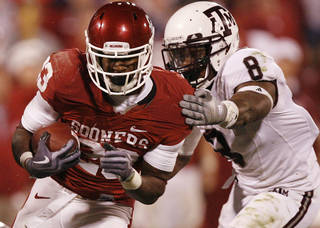 Jermie Calhoun is in the hunt to be DeMarco Murray's backup running back. PHOTO BY CHRIS LANDSBERGER, THE OKLAHOMAN ARCHIVE
