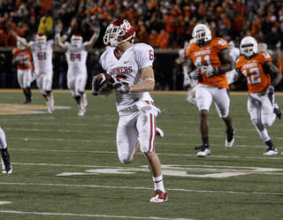 Oklahoma's Cameron Kenney (6) scores on a long touchdown pass during the Bedlam college football game between the University of Oklahoma Sooners (OU) and the Oklahoma State University Cowboys (OSU) at Boone Pickens Stadium in Stillwater, Okla., Saturday, Nov. 27, 2010. Photo by Bryan Terry, The Oklahoman
