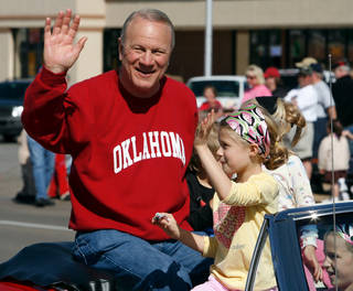 Barry Switzer rides in a Norman Public Library sponsored float in the Norman 89er Day parade in downtown Norman, Oklahoma on Saturday, April 19, 2008. BY STEVE SISNEY, THE OKLAHOMAN