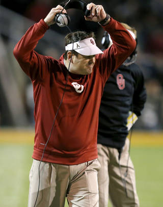 Oklahoma coach Bob Stoops reacts during an NCAA college football game between the University of Oklahoman (OU) Sooners and the Baylor Bears at Floyd Casey Stadium in Waco, Texas, Thursday, Nov. 7, 2013. Photo by Bryan Terry, The Oklahoman