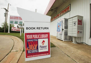 Norman City Council members say this drop box at B&B Country Store on E Alameda Street does not meet eastside residents' library needs. PHOTO BY STEVE SISNEY, THE OKLAHOMAN