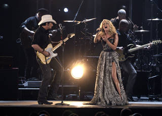 "Brad Paisley, left, and Carrie Underwood perform ""Remind Me"" during the 45th Annual CMA Awards in Nashville, Tenn., on Wednesday, Nov. 9, 2011. (AP Photo/Mark Humphrey) ORG XMIT: CASH280"