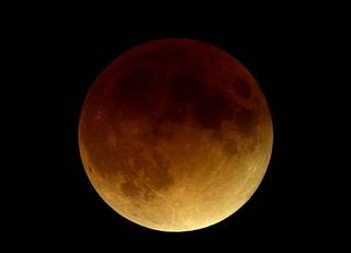 A total lunar eclipse will occur in the early morning hours of April 15. Photo by Mr. Eclipse/Fred Espanack, www.mreclipse.com.