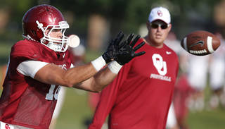 Former Oklahoma quarterback and now tight end Blake Bell reaches to catch a pass during an NCAA college football team practice in Norman, Okla., Tuesday, Aug. 5. 2014. (AP Photo/Sue Ogrocki)