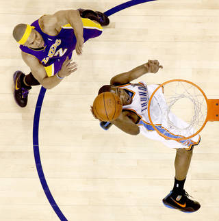 L.A. LAKERS: Oklahoma City's Kevin Durant dunks the ball in front of Derek Fisher during the NBA basketball game between the Los Angeles Lakers and the Oklahoma City Thunder at the Ford Center, Tuesday, Feb. 24, 2009. The Thunder lost 107-93. PHOTO BY BRYAN TERRY, THE OKLAHOMAN ORG XMIT: KOD