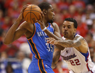 Los Angeles' Matt Barnes (22) defends Oklahoma City's Kevin Durant (35) during Game 6 of the Western Conference semifinals in the NBA playoffs between the Oklahoma City Thunder and the Los Angeles Clippers at the Staples Center in Los Angeles, Thursday, May 15, 2014. Photo by Nate Billings, The Oklahoman