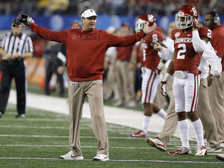 Oklahoma coach Bob Stoops reacts during the Cotton Bowl college football game between the University of Oklahoma (OU)and Texas A&M University at Cowboys Stadium in Arlington, Texas, Friday, Jan. 4, 2013. Photo by Bryan Terry, The Oklahoman