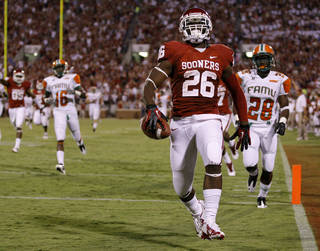 Oklahoma's Damien Williams (26) scores a touchdown in the third quarter of the college football game between the University of Oklahoma Sooners (OU) and Florida A&M Rattlers at Gaylord Family-Oklahoma Memorial Stadium in Norman, Okla., Saturday, Sept. 8, 2012. Photo by Bryan Terry, The Oklahoman