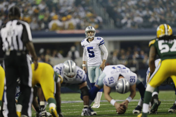 photo - Dallas Cowboys kicker Dan Bailey (5) prepares to kick a field goal against the Green Bay Packers during the first half of an NFL football game, Sunday, Dec. 15, 2013, in Arlington, Texas. (AP Photo/Tim Sharp)