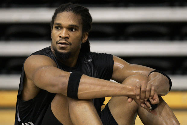 photo - The Oklahoma City Thunder has acquired reserve center Etan Thomas from the Minnesota Timberwolves. AP PHOTO