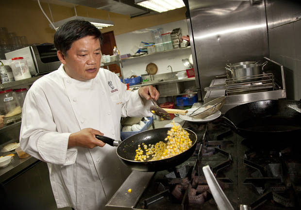photo - Chef Khai Duong cooks corn for a dish at his restaurant Nha Hang Bun K in Ho Chi Minh City, Vietnam in September 2012. (LiPo Ching/San Joser Mercury News/MCT)