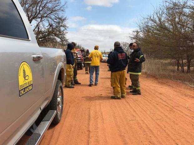 Oklahoma Baptist Disaster Relief volunteers talk with firefighters on the scene of a wildfire in Oklahoma. [Photo provided by Oklahoma Baptist Disaster Relief]