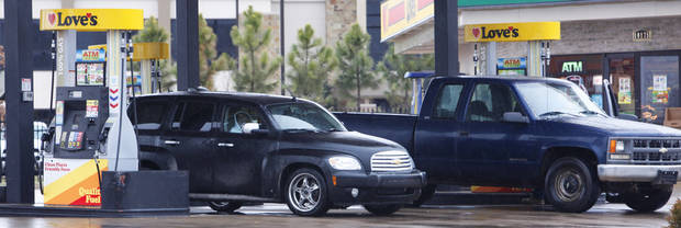 Cars lined up at the gas pumps at Love's gas station, Hefner and Pennsylvania, in Oklahoma City Thursday, Jan. 28, 2010. Photo by Paul B. Southerland, The Oklahoman ORG XMIT: KOD
