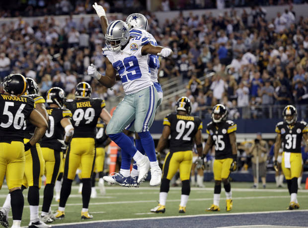 photo - Dallas Cowboys running back DeMarco Murray (29) celebrates his touchdown against the Pittsburgh Steelers with Dez Bryant (88) during the second half of an NFL football game Sunday, Dec. 16, 2012 in Arlington, Texas. (AP Photo/Tony Gutierrez)  ORG XMIT: CBS138