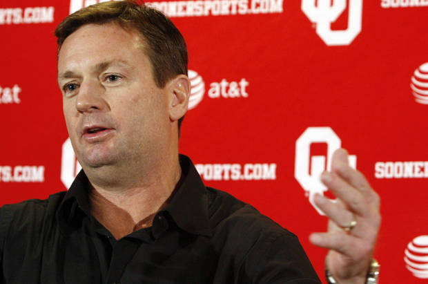 photo - Bob Stoops' Sooners will face Army in a home-and-home in 2018 and 2020, OU officials announced Tuesday. (Photo by Sarah Phipps, The Oklahoman)