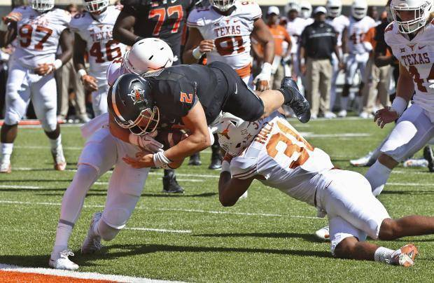 Texas RB Warren out with knee injury