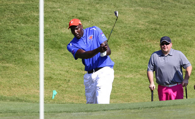 photo - Kendrick Perkins chips onto the green at his celebrity golf tournament at Oak Tree National, Wednesday, July 3, 2013. Photo by David McDaniel, The Oklahoman