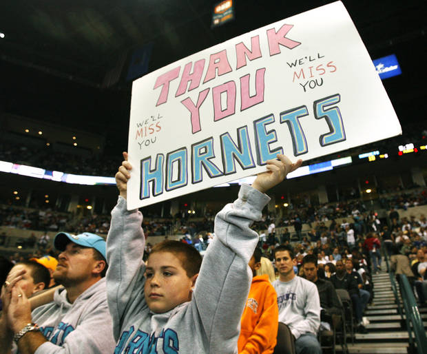 Nine-year-old Braven Thomas holds up a sign during the Hornets' final home game in OKC on April 13, 2007. (Oklahoman archive photo)
