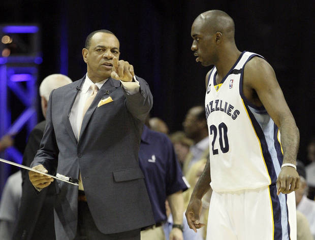 photo - Memphis Grizzlies head coach Lionel Hollins, left, speaks to forward Quincy Pondexter (20) during the first half in Game 4 of the Western Conference finals NBA basketball playoff series  against the San Antonio Spurs, in Memphis, Tenn., Monday, May 27, 2013. (AP Photo/Danny Johnston)