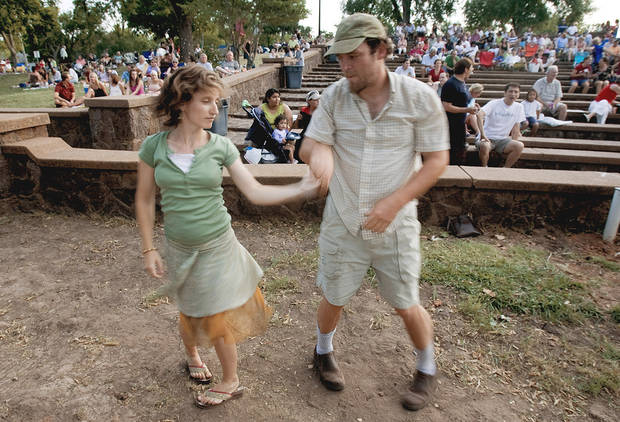 photo - Victoria and Roman Brown dance at Andrews Park. OKLAHOMAN ARCHIVE PHOTO BY SARAH PHIPPS