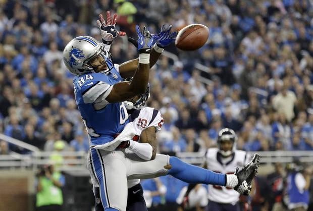 photo - Houston Texans defensive back Brice McCain, back, knocks a pass out of the hands of Detroit Lions wide receiver Ryan Broyles (84) during the first quarter of an NFL football game at Ford Field in Detroit, Thursday, Nov. 22, 2012. (AP Photo/Paul Sancya) ORG XMIT: DTF104