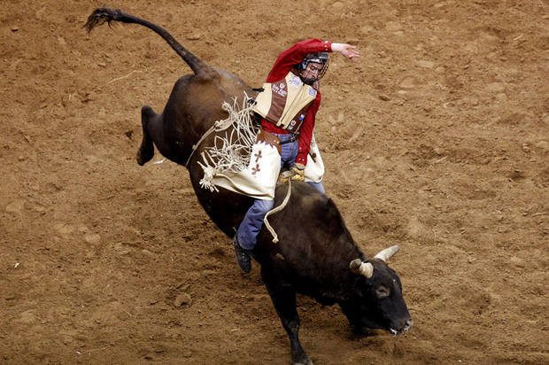 photo - Ryan Dirteater of Hulbert, Okla., rides Stiffler during the PBR Express Classic, Sunday, Feb. 15, 2009, at the Ford Center in Oklahoma City. PHOTO BY SARAH PHIPPS, THE OKLAHOMAN ARCHIVES