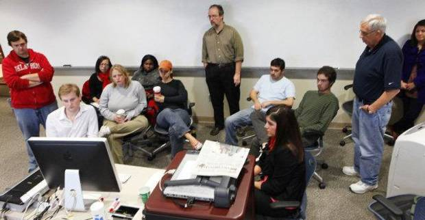 photo - Students talk with Mike and Carlos Boettcher via the Internet. STAFF PHOTO BY DAVID MCDANIEL, THE OKLAHOMAN <strong>David McDaniel - The Oklahoman</strong>