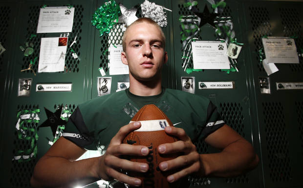 photo - HIGH SCHOOL FOOTBALL PLAYER: Edmond Santa Fe's Justice Hansen in Edmond, Wednesday November 08, 2012. Photo By Steve Gooch, The Oklahoman