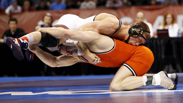photo - OSU's Chris Perry, bottom, and OU's Andrew Howe wrestle in the 174-pound championship match  in the 2014 NCAA Div. I Wrestling Championships at Chesapeake Energy Arena in Oklahoma City, Saturday, March 22, 2014. Photo by Nate Billings, The Oklahoman