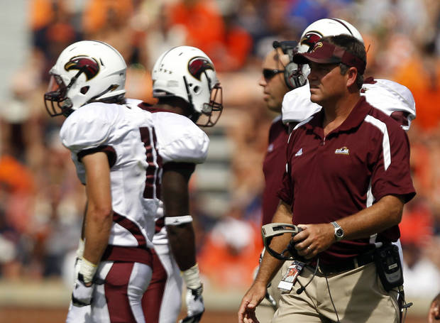 photo - Louisiana-Monroe Coach Todd Berry talks with players during the second half of an NCAA college football game against Auburn on Saturday, Sept. 15, 2012, in Auburn, Ala.  (AP Photo/Butch Dill)
