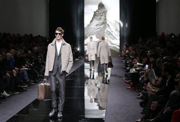 photo - A model presents a creation by British fashion designer Kim Jones for Louis Vuitton's fall-winter 2013/2014 men's fashion collection, presented in Paris, Thursday, Jan.17, 2013. (AP Photo/Jacques Brinon)