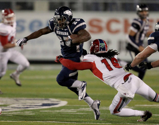 photo - Nevada&#039;s Stefphon Jefferson (25) breaks a tackle from Fresno State&#039;s Phillip Thomas (16) during the first half of an NCAA college football game in Reno, Nev., on Saturday, Nov. 10, 2012. (AP Photo/Cathleen Allison) ORG XMIT: NVCA104