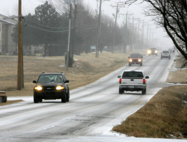 photo - WINTER STORM: Motorists pass cautiously as an ice storm drops sleet and freezing rain on Oklahoma City, Okla., Friday, January 12, 2007. Photo by Paul Hellstern / The Oklahoman. ORG XMIT: KOD
