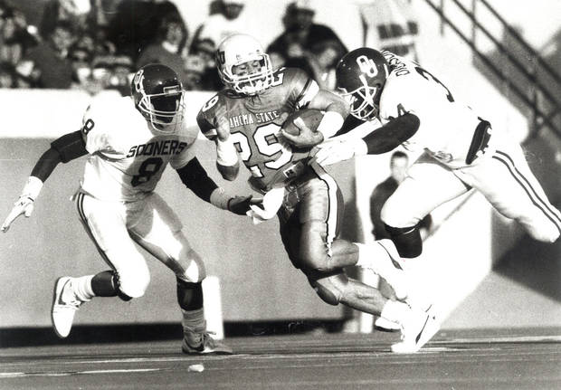 photo - Oklahoma State receiver Brent Parker, center, had three catches for 33 yards against Oklahoma in the 1988 Bedlam game.  Photo by Paul Hellstern, the oklahoman archive
