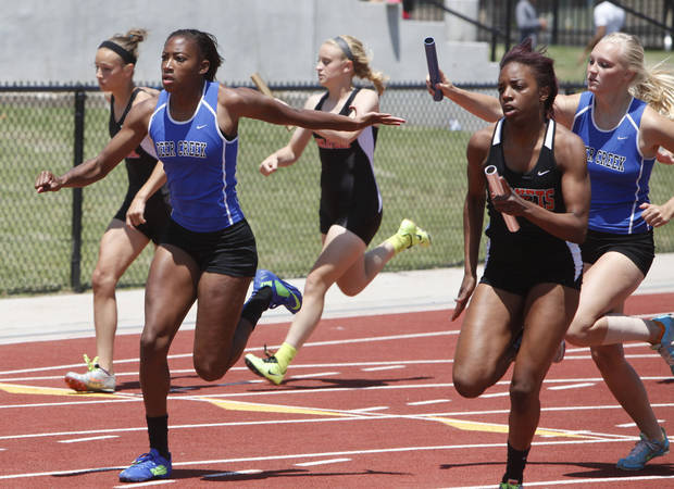 photo - Deer Creek's Kirsten Burnett takes the handoff from teammate Jessie Heiden to win the girl's 5A 4 X 100 relay during the 5A and 6A State Track Meet in Yukon, OK, Saturday, May 11, 2013,  By Paul Hellstern, The Oklahoman