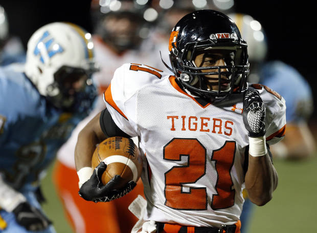 photo - Norman's Imond Robinson rushes during the high school football game between Putnam City West and Norman at Putnam City High School, Thursday, Oct. 25, 2012. Photo by Sarah Phipps, The Oklahoman