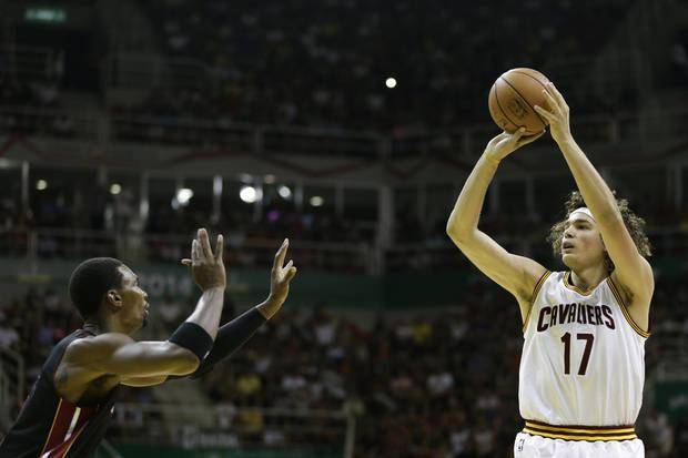 Cleveland Cavaliers trade Anderson Varejao to Portland, reports say