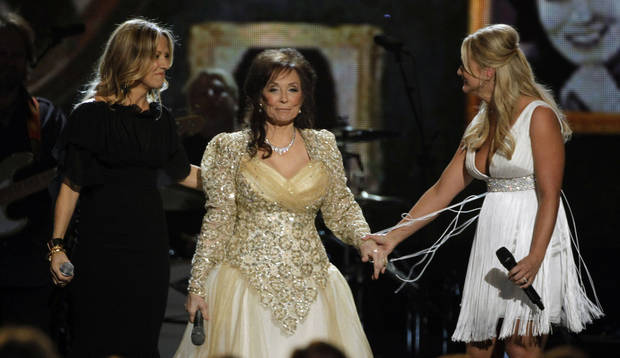 ** CORRECTS TO 44TH ANNUAL COUNTRY MUSIC AWARDS STED 43RD ** Sheryl Crow, left, Loretta Lynn, center, and Miranda Lambert perform at the 44th Annual Country Music Awards in Nashville, Tenn. Wednesday, Nov. 10, 2010. (AP Photo/Mark Humphrey) ORG XMIT: TNJC262