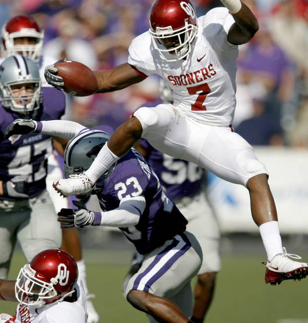 photo - OU's DeMarco Murray leaps over Ray Cheatham of Kansas State during the college football game between the University of Oklahoma and Kansas State University in Manhattan, Kansas, Saturday, October 25, 2008.  BY BRYAN TERRY, THE OKLAHOMAN